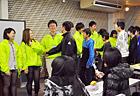 表彰式の後は、みんな一列に並んで握手・ハイタッチ・熱い抱擁! お疲れさま?と声を掛け合いました。