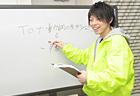 こちらは英語担当のかんちゃん先生。 優しくて丁寧な指導が人気です。