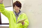 英語担当のかんちゃん先生。親しみやすいノリで丁寧に指導。