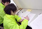 先生たちが採点。 みんなのがんばりが答案用紙に見えました。