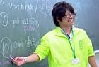 爽やかな笑顔で生徒を魅了する英語担当、しゅうちゃん先生。 体験スタッフとしても大活躍!!