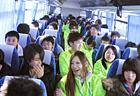 さぁ、花山に出発です!!バスの中でもレクリエーションがあるので早くもスタッフと打ち解けてます(笑)