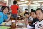 勉強だけじゃなく、ご飯の時間もコミュニケーション♪楽しそうな話があちこちで聞こえてきます。